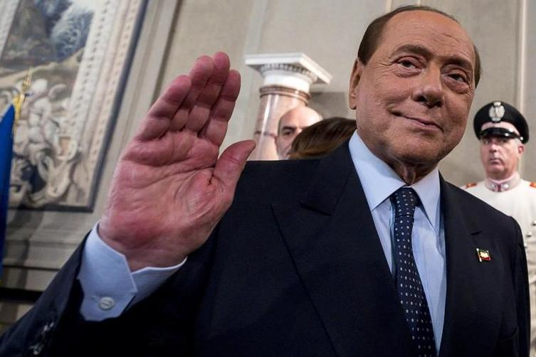 """Berlusconi: """"Draghi al Colle? Come premier più vantaggi per l'Italia"""""""