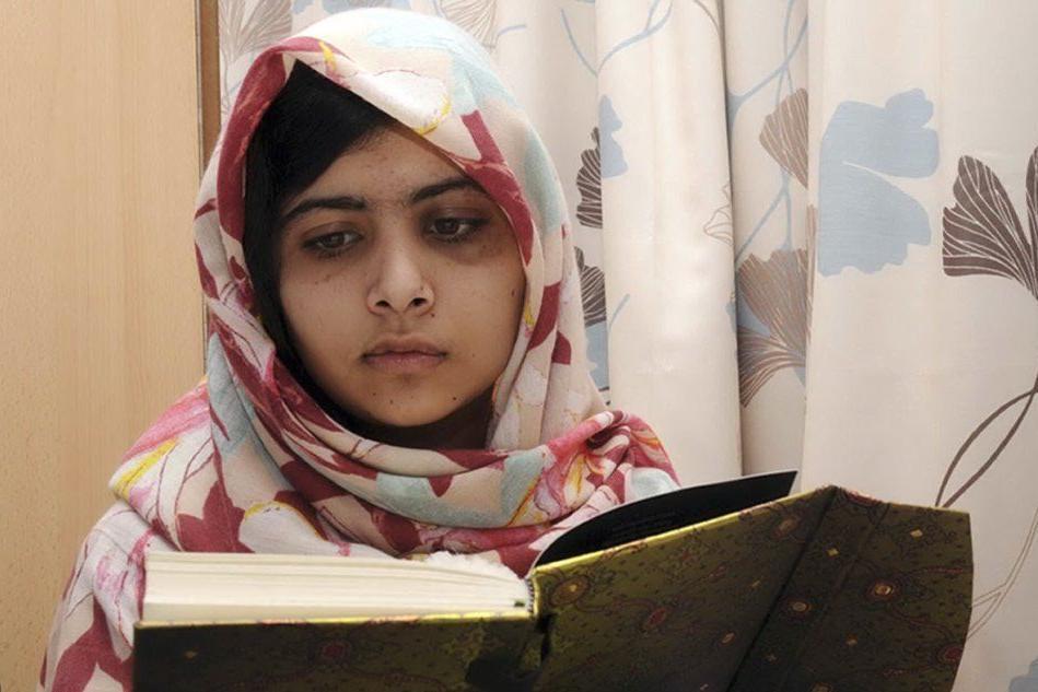 """Talebani minacciano Malala: """"Questa volta manderemo un killer esperto"""""""