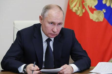 Putin chiude le attività lavorative per nove giorni per contrastare il Covid