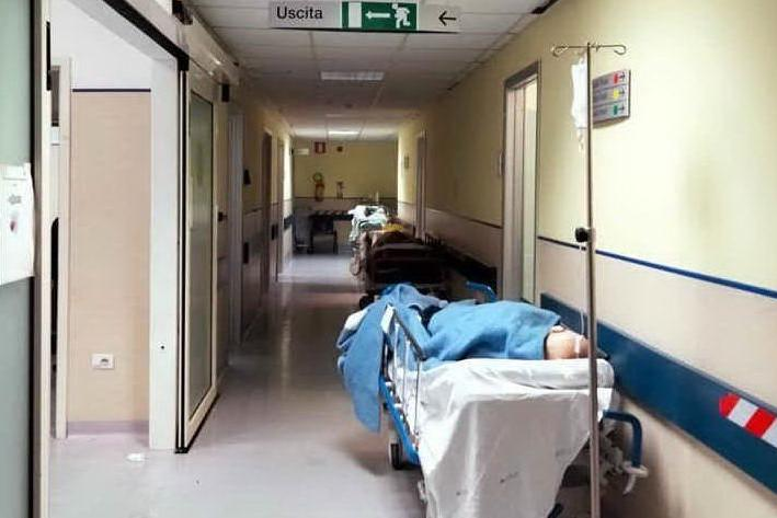 San Martino, problema senza fine: decine di pazienti in pronto soccorso