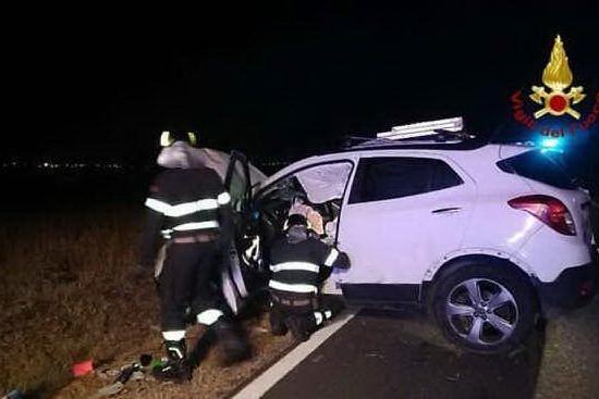 Incidente sulla 387, la macchina si ribalta