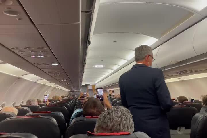 Alitalia, ultimo volo da Cagliari: il commovente discorso del comandante