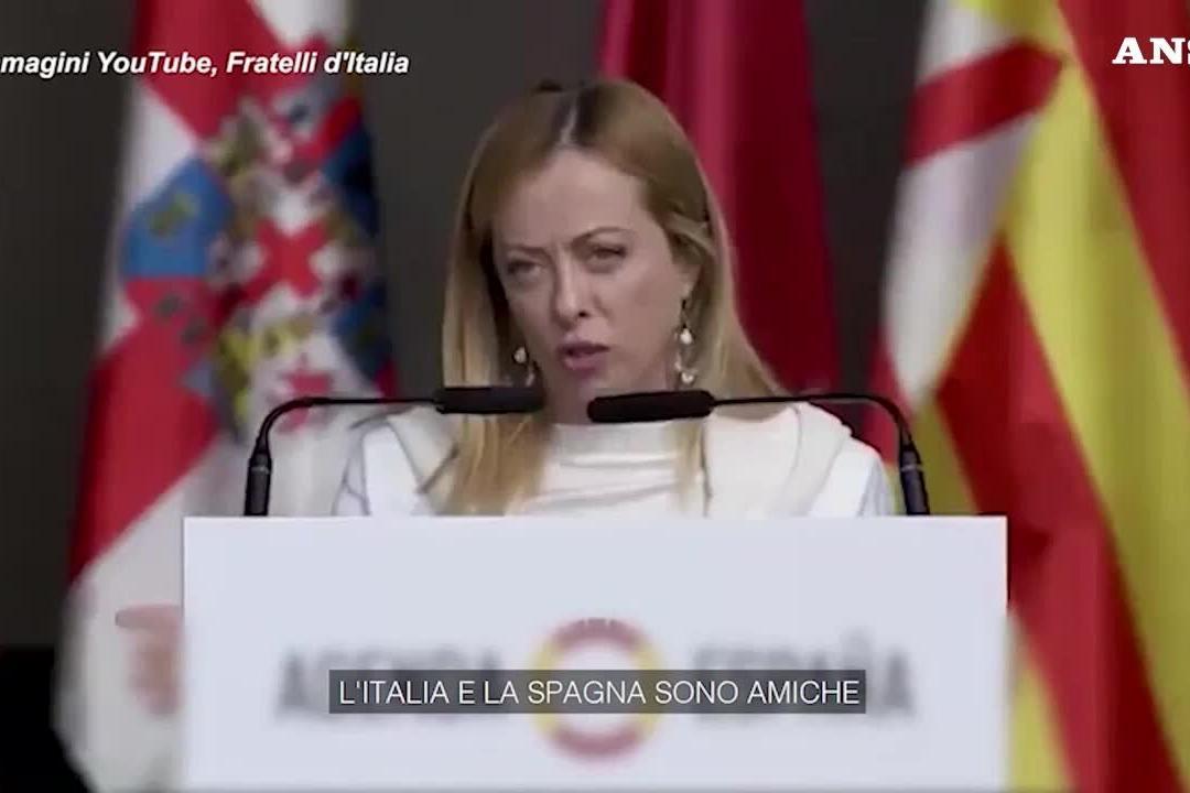 "Meloni a Madrid, il tormentone in spagnolo: ""Yo soy Giorgia, soy una mujer"""