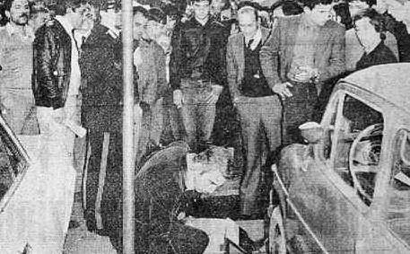 La scientifica a piazza Matteotti, a Cagliari, dopo la sparatoria in cui fuggono i brigatisti Antonio Savasta e Emilia Libera