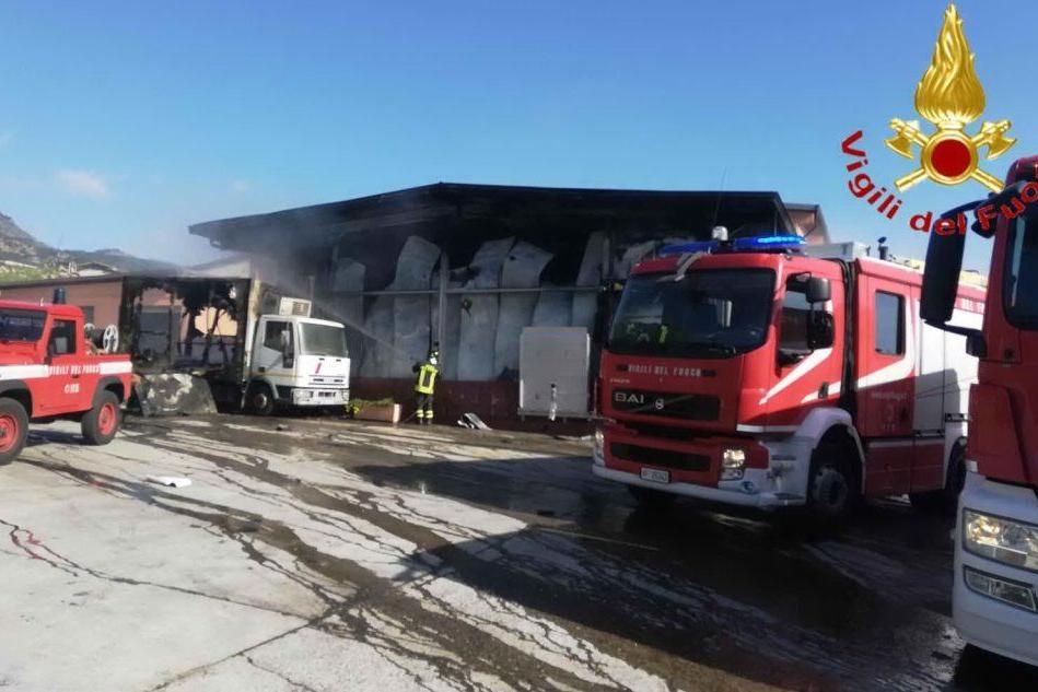Bortigali, incendio allo stabilimento di lavorazione carni