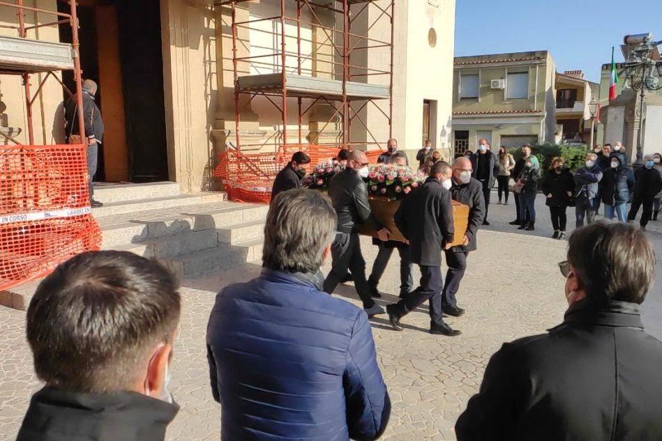Commozione a Maracalagonis per il funerale di Paola Cocco