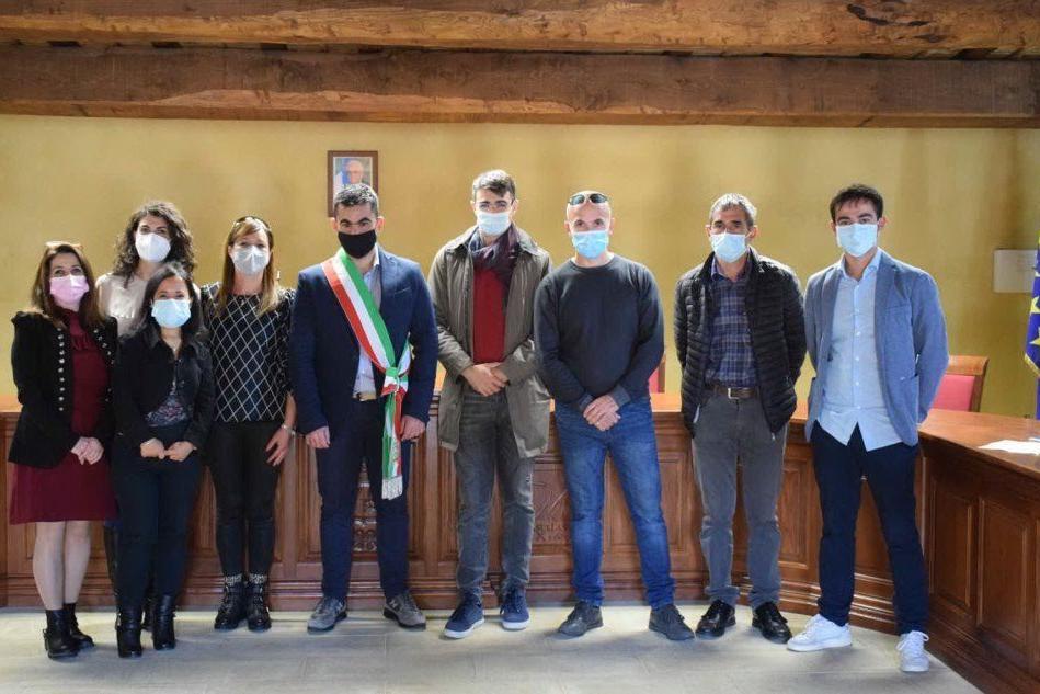 Il sindaco Ennio Vacca e la sua maggioranza (foto Sanna)