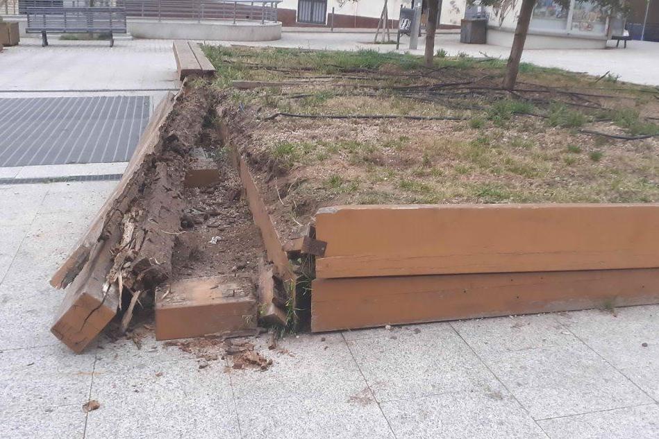 Sassari, danneggiato un giardino in piazza Fiume