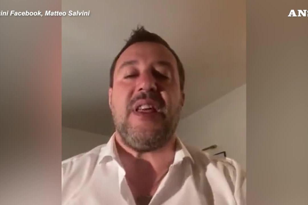 """Salvini: """"Condanno tutti gli estremisti, sono antifascista"""""""