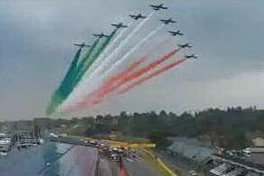 Lo spettacolo delle Frecce Tricolori sul circuito di Imola