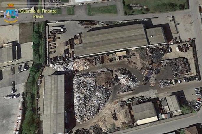 Incendio nell'impianto di rifiuti a Mortara: tre arresti