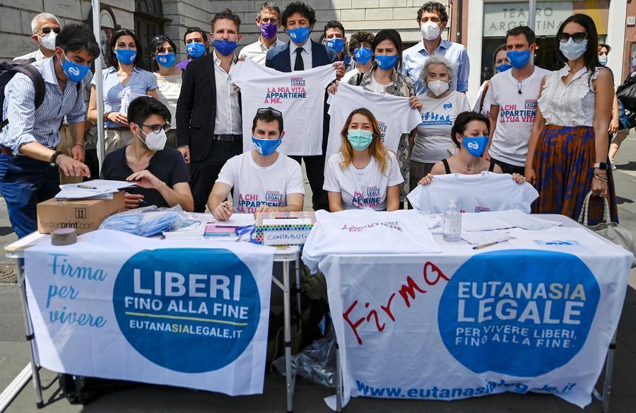 Eutanasia, superate le 500mila firme per il referendum: dura condanna del Vaticano - L'Unione Sarda.it