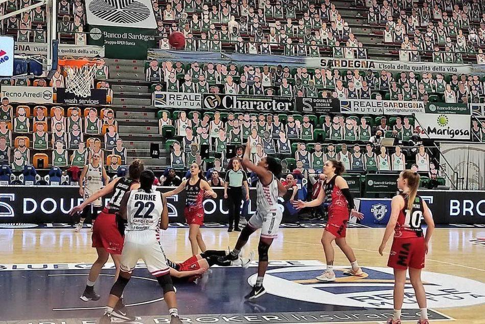 La Dinamo femminile gioca bene ma perde di misura: Costa Masnaga vince 78-73