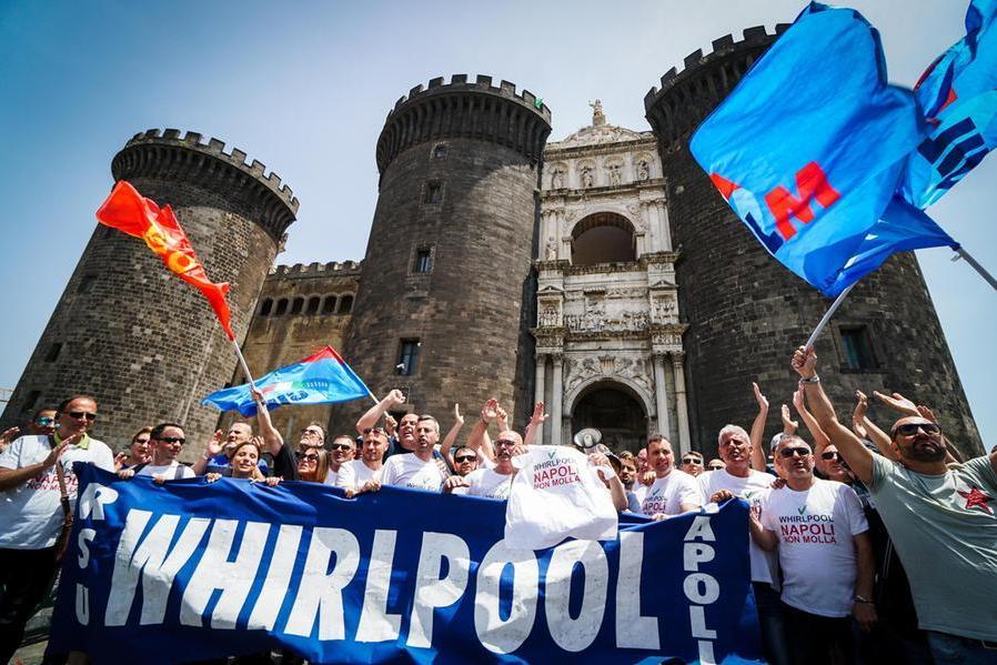 Napoli, Whirlpool conferma i licenziamenti: lettere in partenza il22 ottobre