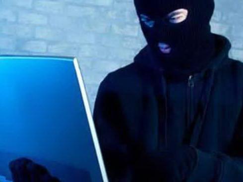 """M5S, hackerata la piattaforma Rousseau: """"È facile giocare con i vostri voti"""""""