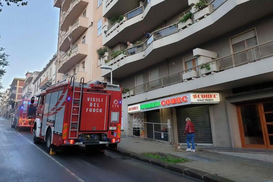 Incendio in una pasticceria in pieno centro a Sassari