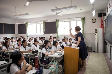 """Pechino: """"Non fate studiare troppo i figli, per loro meno compiti e Internet"""""""