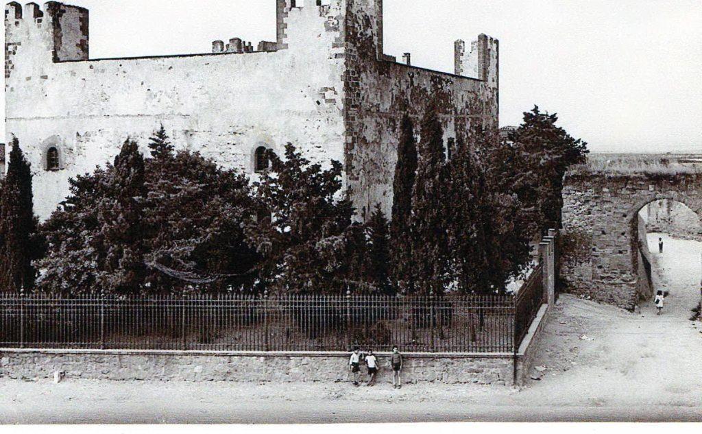 """Una foto d'epoca della Rocca di Sanluri: qui è stato arrestato il \""""morto\"""" Filippo Pisu"""