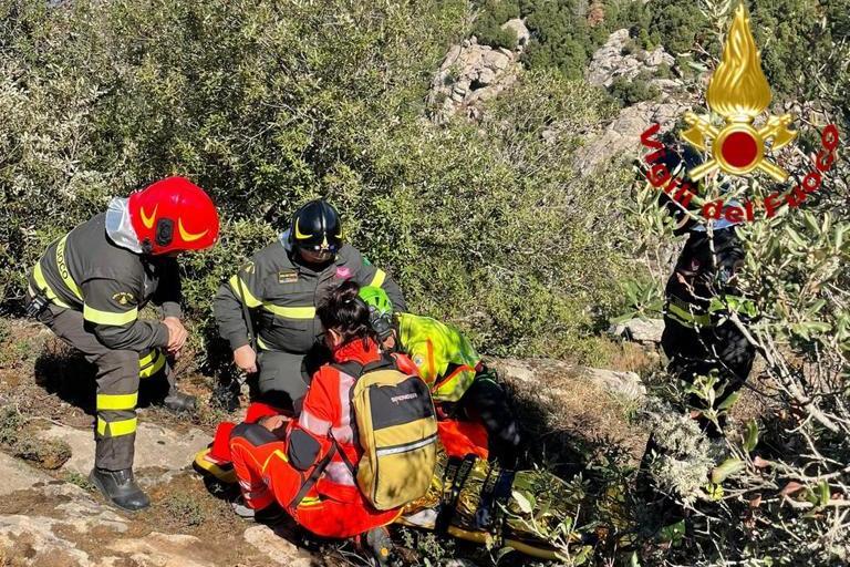 Tempio, cade e si frattura una gamba lungo i sentieri:intervengono i Vigili del fuoco