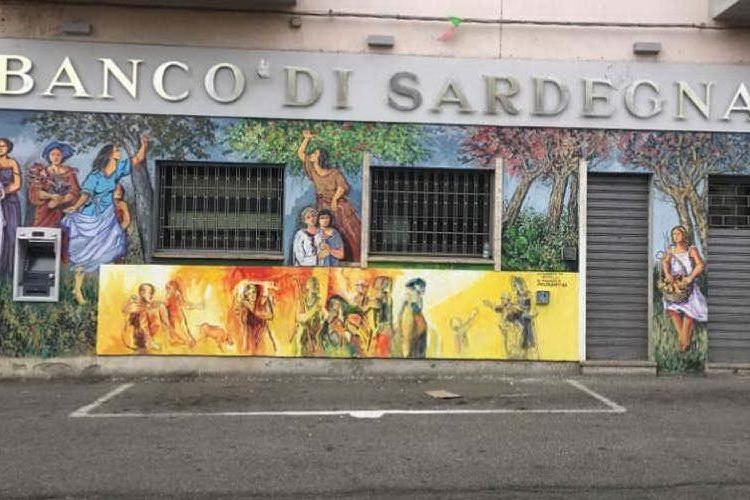 L'artista Francesco Costanzo restaura il murale del Banco di Sardegna