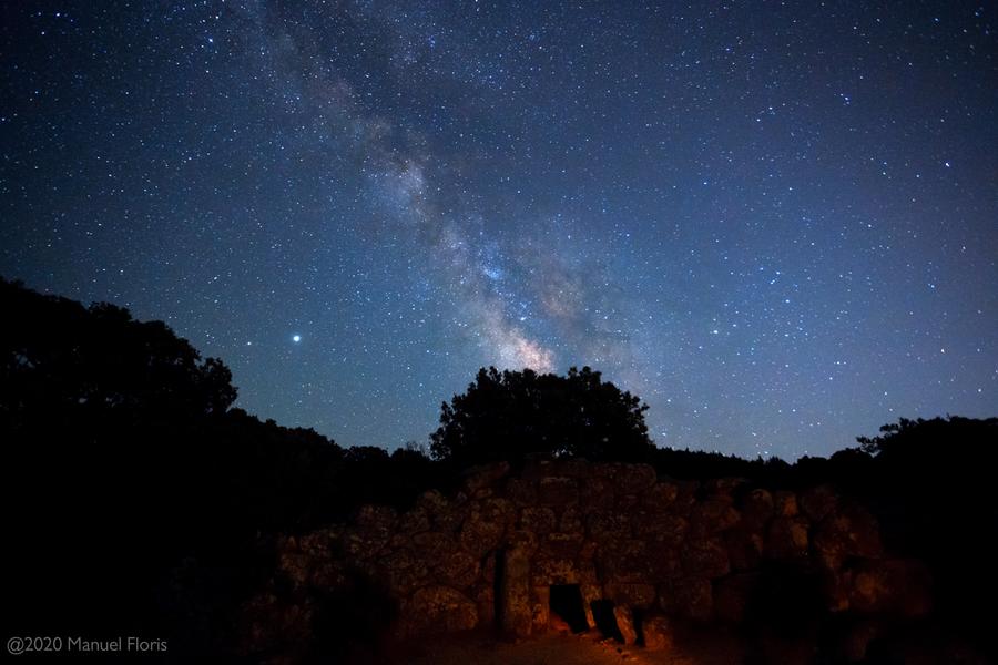 Notte di stelle e pianeti alla Tomba dei Giganti di Quartucciu