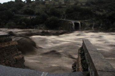 Il ponte che collega Oliena crollato a causa del nubifragio