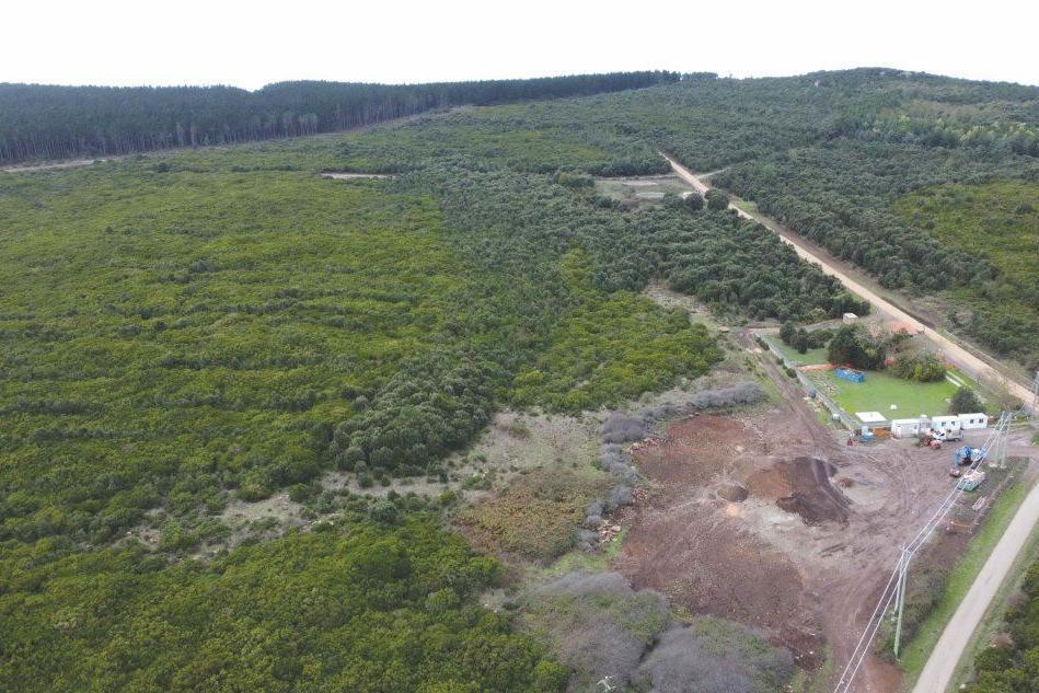 Una veduta aerea dello squarcio ambientale (L'Unione Sarda)