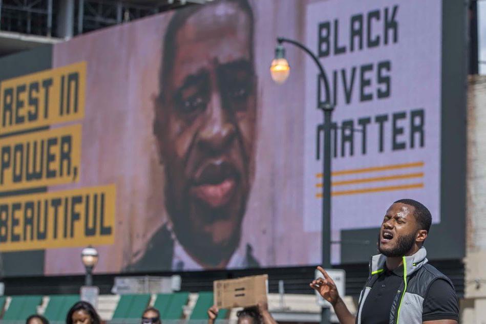 Atlanta, 11 capi d'accusa per l'agente che ha ucciso Brooks: anche omicidio