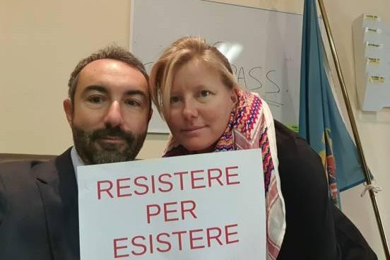 Si barricano in Consiglio regionale, poi chiedono asilo politico alla Svezia: la protesta degli ex grillinino vax