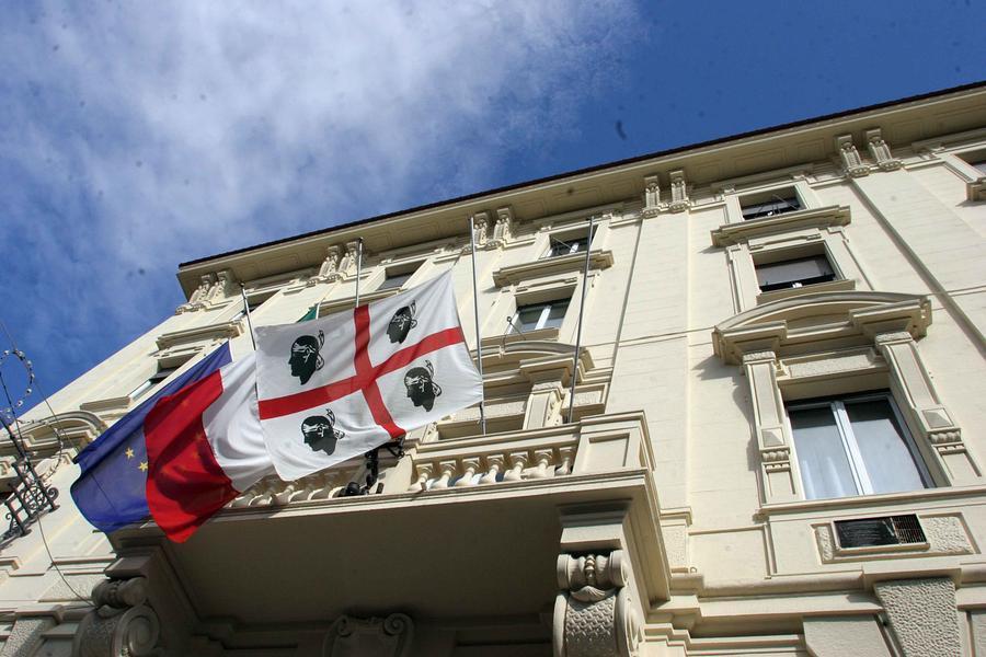 Bocciato il click day per i fondi agli eventi di richiamo turistico. Insorge l'opposizione - L'Unione Sarda.it