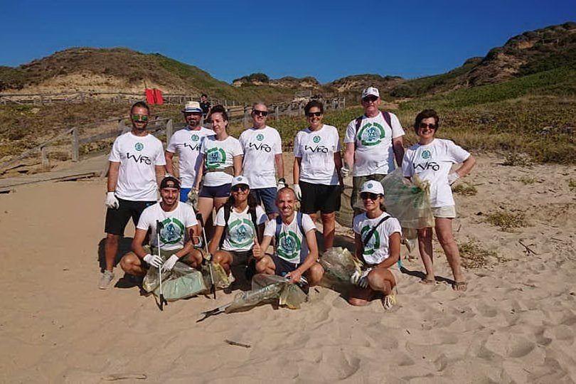 Plastica, ciabatte e spazzolini: settanta chili di rifiuti sulla spiaggia di Porto Paglia