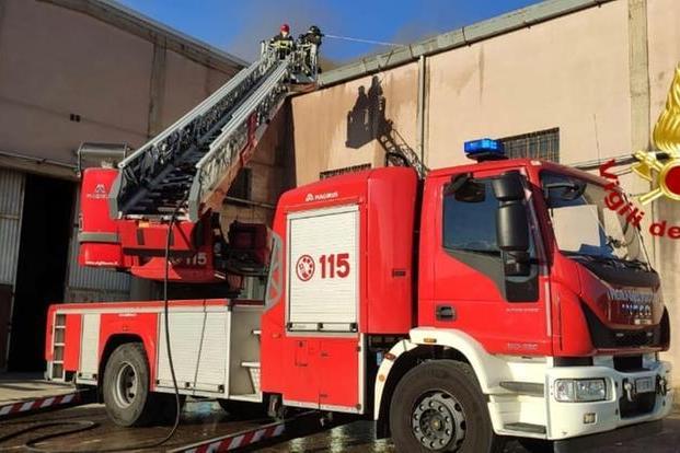 Allarme incendio a Sestu: in fiamme un impianto fotovoltaico