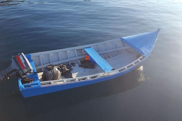 Intercettati migranti a bordo di un barchino, scortati a Sant'Antioco
