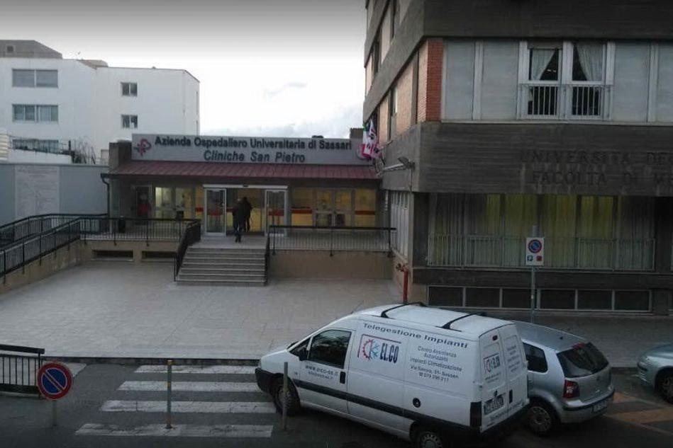 Si cala da una finestra per fuggiredall'ospedale, cade e muore: inchiesta