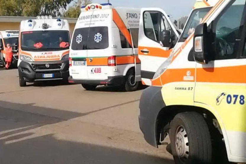 San Gavino, 10 ambulanze in coda davanti al pronto soccorso