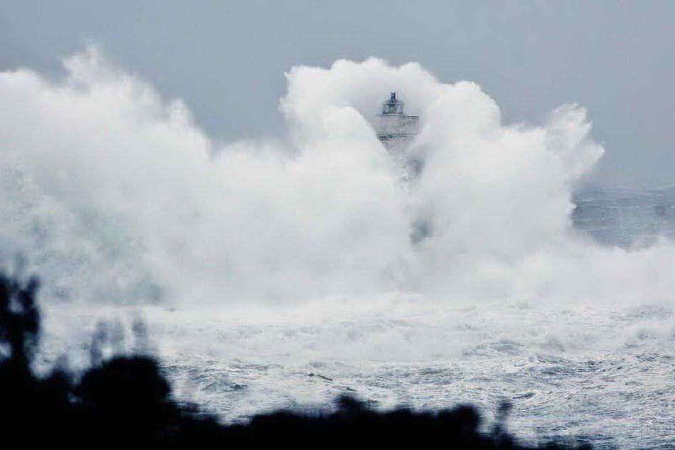 Venti di burrasca e forti mareggiate lunedì in Sardegna