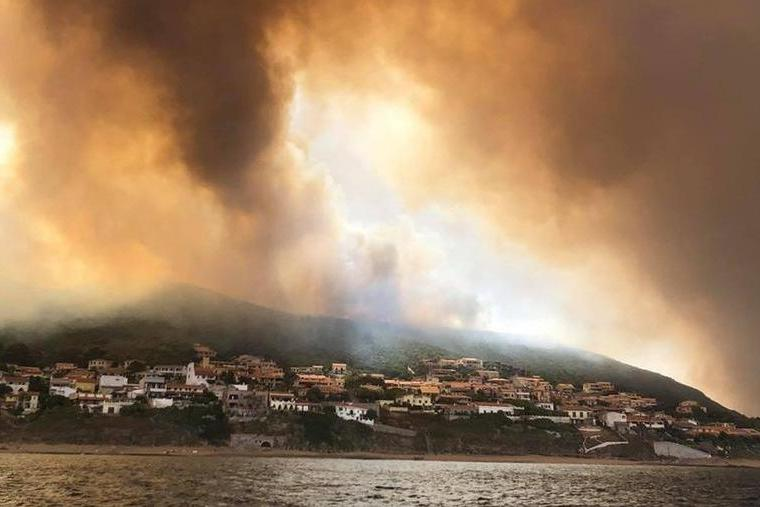 I roghi in Sardegna luglio 2021 (L'Unione Sarda)