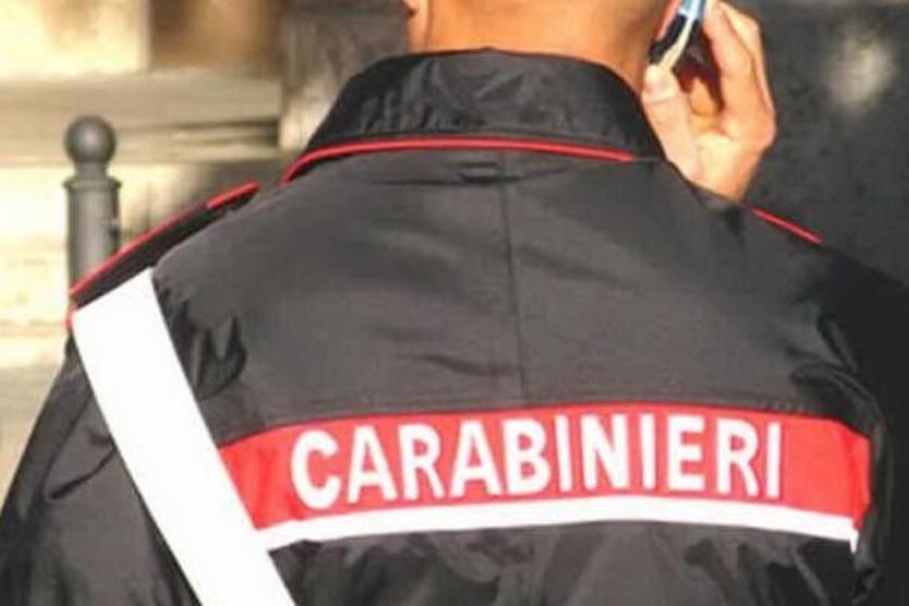 In fugacon uno scooter rubato, nasconde due coltelli: denunciato in via Flavio Gioia