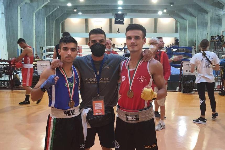 Al centro l'istruttore capo Claudio Iannarelli, alla sua destra Gabriel Pirino, a sinistra Samuele Canu (L'Unione Sarda - Tellini)