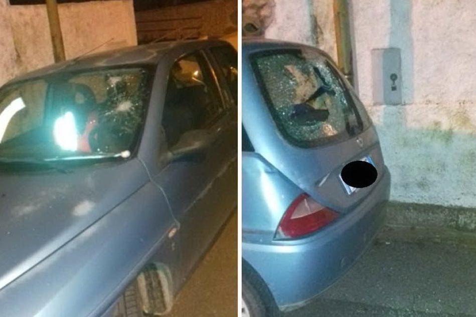 A Sini danneggiati i vetri dell'auto del sindaco