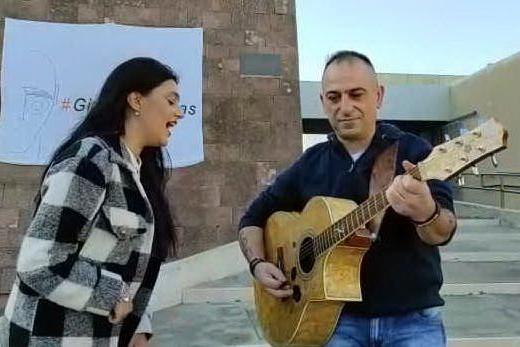 """""""Procurade 'e moderare"""", Maria Giovanna Cherchi canta per i Giganti di Mont'e Prama"""