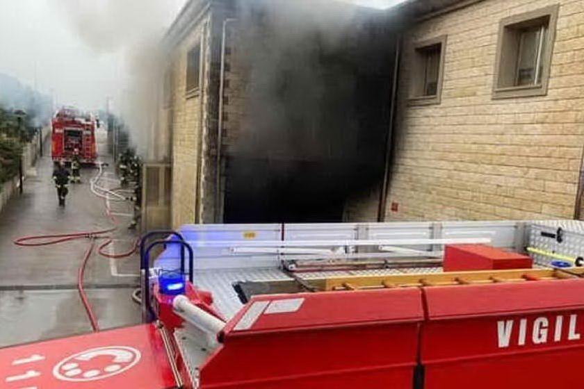 Incendio al supermercato di Arzachena: identificato il responsabile