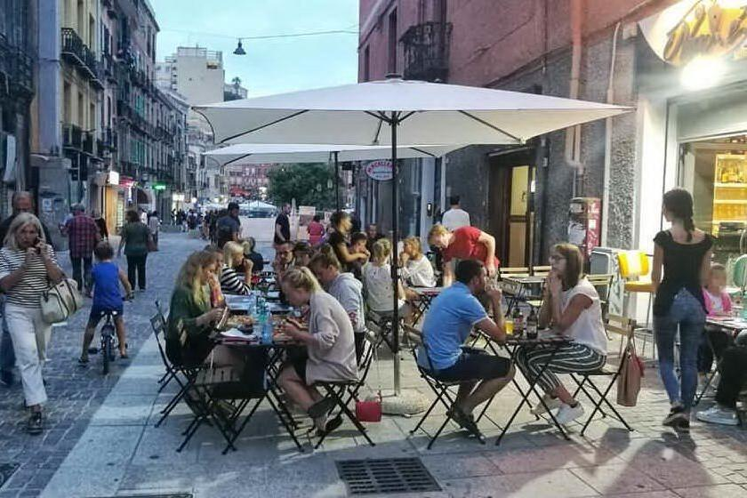 Cagliari, tavolini nei parcheggi solo nelle strade a velocità ridotta