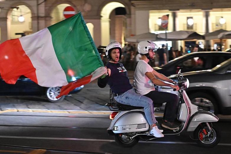 I festeggiamenti per una vittoria dell'Italia (Ansa)