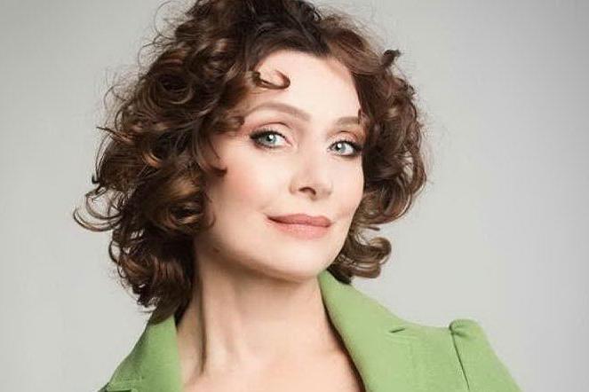 L'attrice Sabrina Paravicini in ospedale per la ricostruzione del seno dopo il tumore