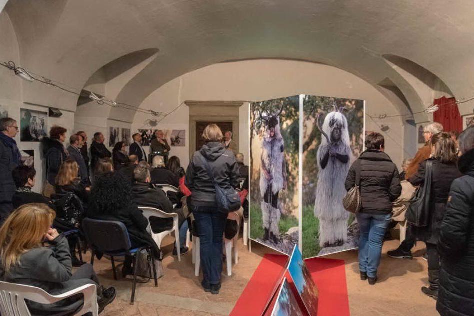 """""""Dietro la maschera"""", la mostra organizzata dal """"Grazia Deledda"""" di Ciampino"""