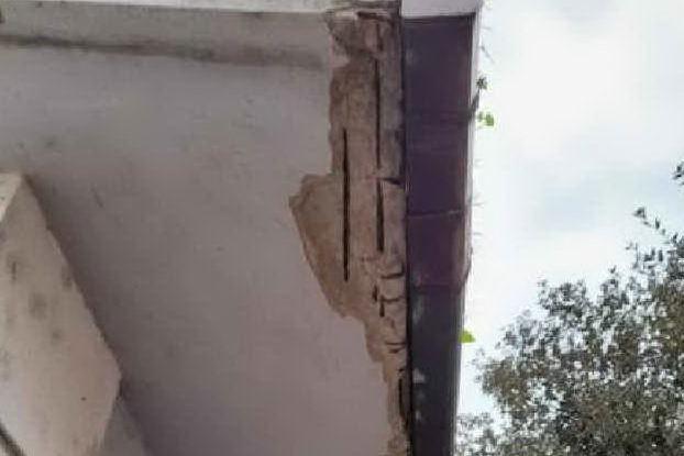 Crollano calcinacci dall'asilo a Porto Torres: genitori in allarme