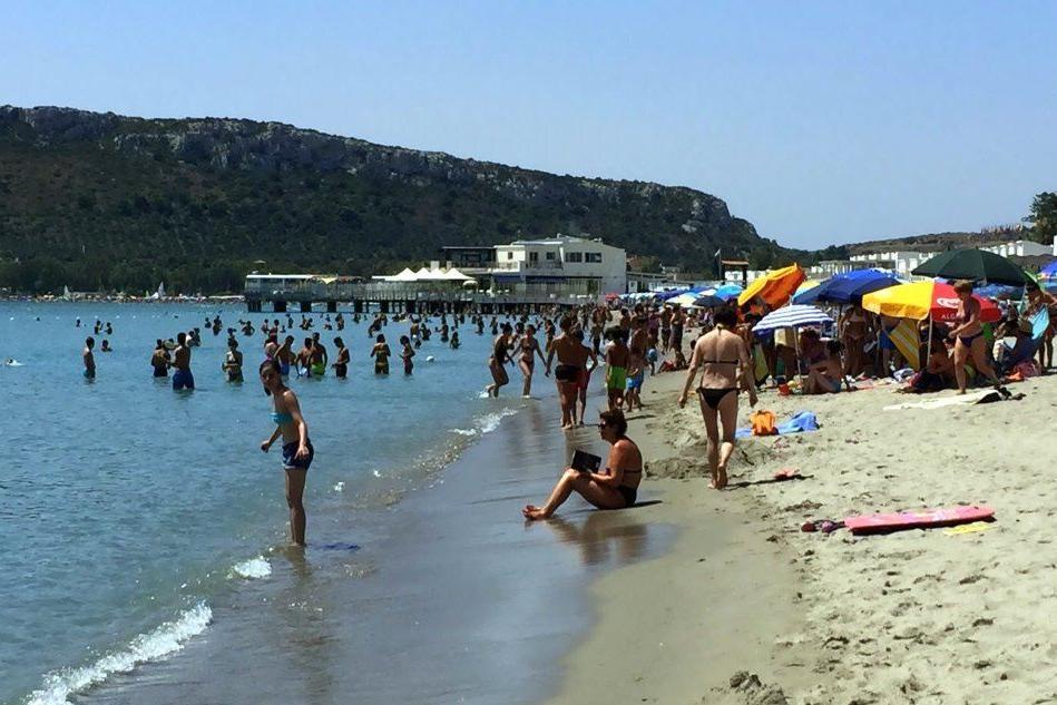 """""""Giornata rilassante in spiaggia al Poetto? Impossibile. Ecco perché"""""""