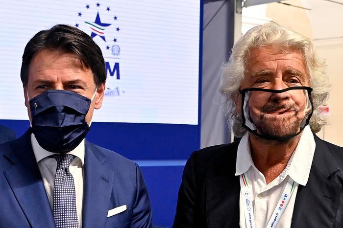 """Telefonata Conte-Grillo: """"Restano le distanze"""", ma dopo la guerra inizia il dialogo"""