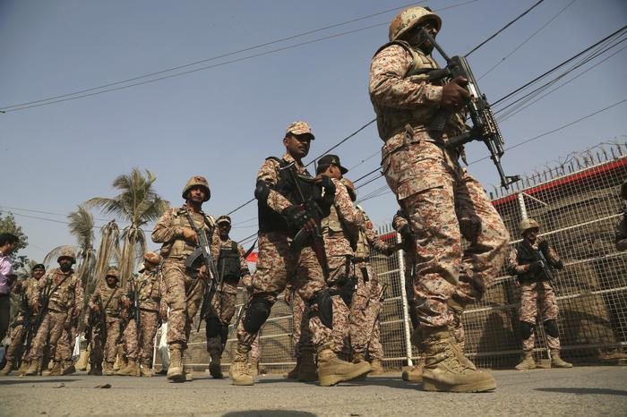 Bomba contro un veicolo militare, quattro vittime